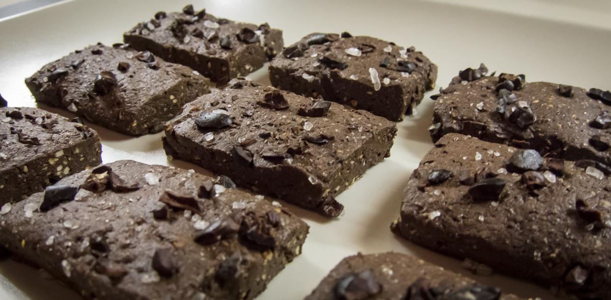 Biscotti salati all\'olio d\'oliva, cioccolato e cacao - Ricetta di ...